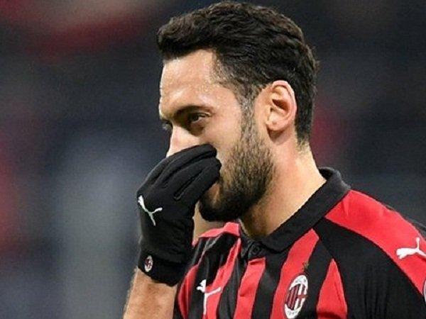 Milan Tak Keberatan Lepas Calhanoglu, Peluang Bagi Arsenal?