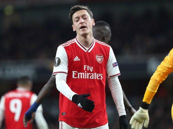 Terus Dikritik, Mesut Ozil Dapat Pujian dari Mantan Gelandang Arsenal