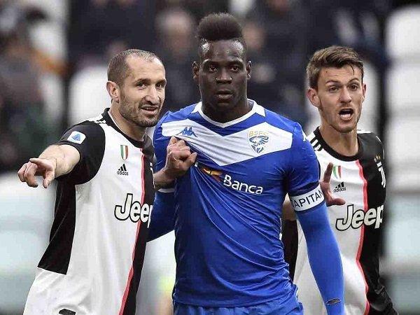 Luca Toni Berpendapat Soal Pertikaian Chiellini-Balotelli: Keduanya Salah