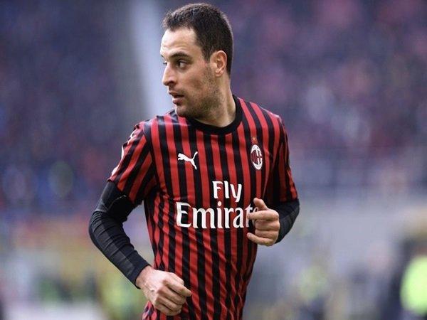 Lazio Saingi Roma Perebutkan Servis Gelandang Milan