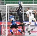 Selalu Sempurna, Conte Kaget Dengan Blunder Fatal Handanovic