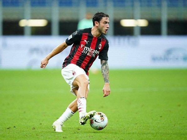 Cagliari Ajukan Tawaran untuk Bajak Fullback Milan