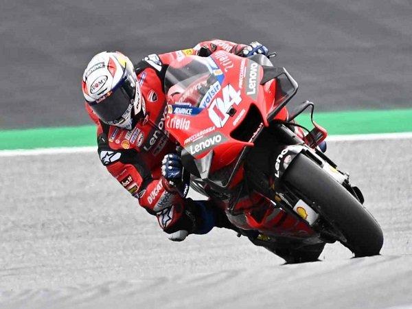 Andrea Dovizioso di atas kuda besi Ducati.
