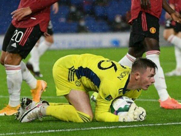 Dean Henderson tampil impresif bela Manchester United saat laga kontra Brighton