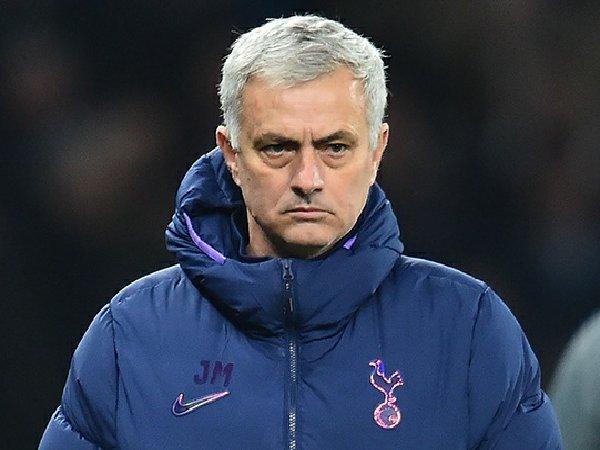 Jose Mourinho optimis bisa datangkan striker anyar musim panas ini.
