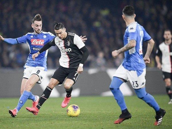 Juventus akan menghadapi Napoli di lanjutan Serie A.
