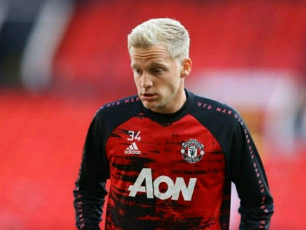 Manchester United dikritik karena rekrut Donny van de Beek
