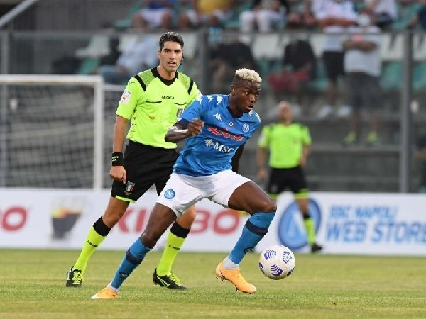 Victor Osimhen berambisi untuk meraih penghargaan pesepakbola Afrika terbaik.