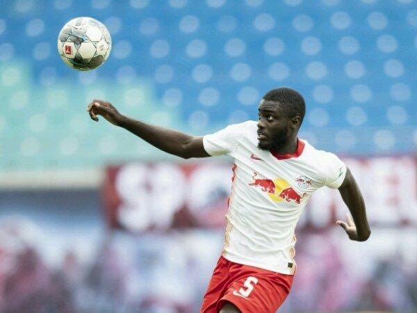 Manchester United bisa selesaikan transfer Upamecano Januari depan