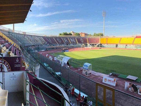 Presiden klub Rossettano Navarra telah berusaha mencari investor anyar untuk Livorno, namun usahanya tak menemui hasil.