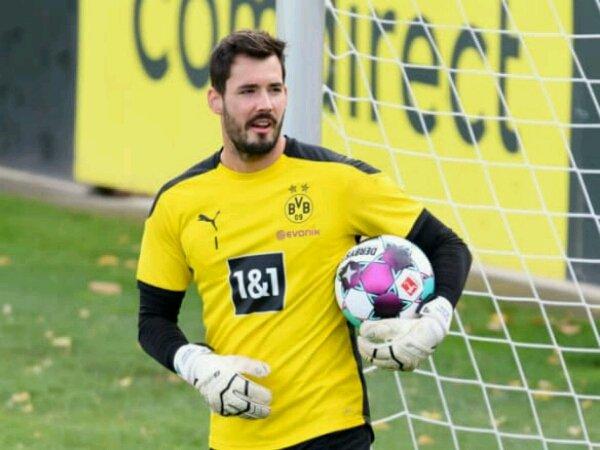 Roman Burki kemungkinan akan tampil untuk laga Borussia Dortmund kontra Schalke