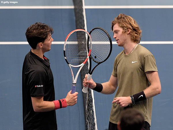 Andrey Rublev [kanan] melaju ke semifinal kelima pada musim 2020 di Vienna Open