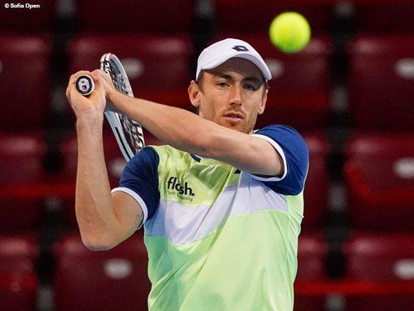 John Millman melalui jalan terjal demi melaju ke perempatfinal Sofia Open
