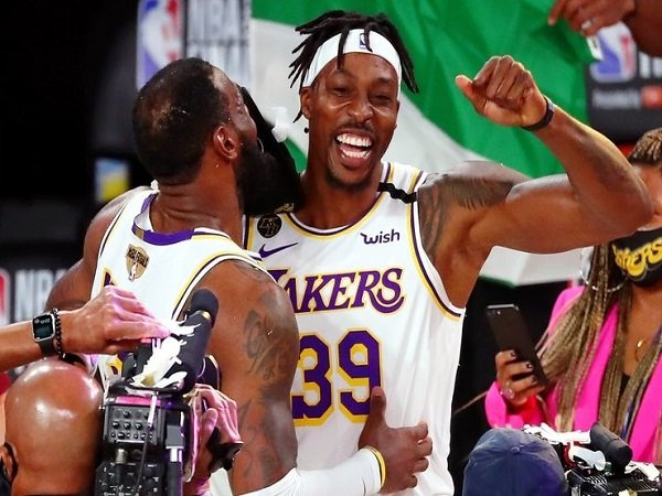 Philadelphia 76ers bajak Dwight Howard dari Los Angeles Lakers.