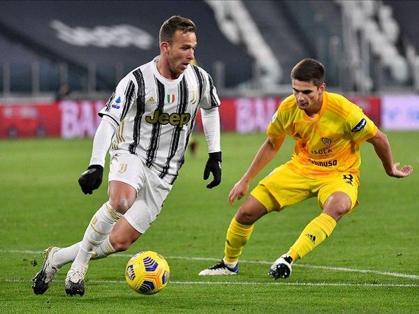 Arthur Melo tampil mengesankan saat Juventus menumbangkan Cagliari.