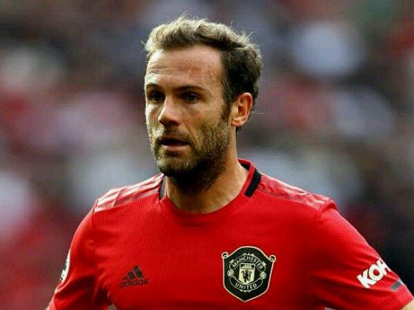 gelandang Manchester United, Juan Mata, mengaku belum siap pensiun