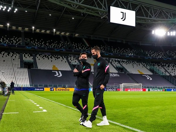 Miralem Pjanic bicara soal Lionel Messi dan Cristiano Ronaldo.