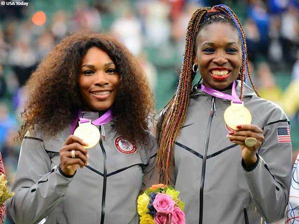 Venus Williams [kanan] dan Serena Williams [kiri] sabet medali emas nomor ganda putri di Olimpiade dalam tiga kesempatan