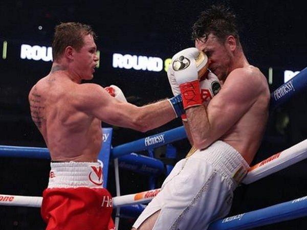 Canelo Alvarez saat melawan Callum Smith. (Images: Matchroom)