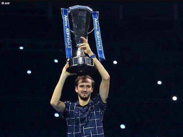 Daniil Medvedev tutup musim 2020 dengan memenangkan ATP Finals
