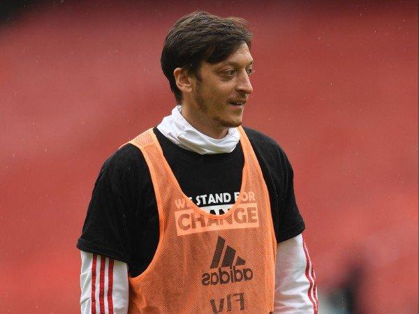 Mesut Ozil diklaim telah sepakat gabung Fenerbahce