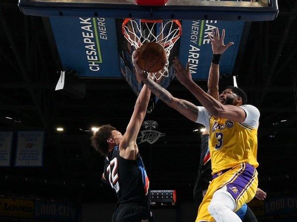 Los Angeles Lakers buat malu OKC Thunder di kandangnya sendiri.