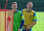 Podolski Ikut Senang Mesut Ozil Tinggalkan Arsenal