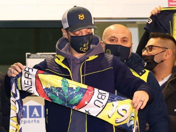Mesut Ozil selangkah lagi berseragam Fenerbahce