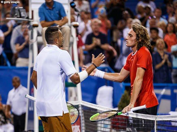 Stefanos Tsitsipas [kanan] merasa Nick Kyrgios [kiri] seperti kambing hitam di turnamen ATP