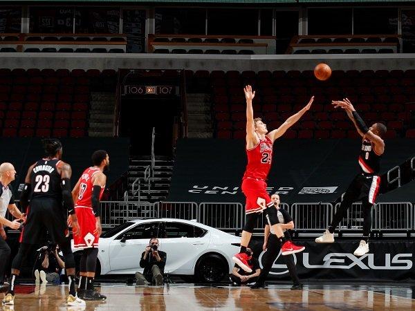 Tembakan krusial Damian Lillard menangkan Portland Trail Blazers atas Chicago Bulls.