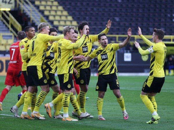 Michael Zorc mengaku senang dengan kemenanganBorussia Dortmund atas Ausburg