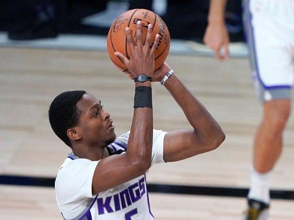 De'Aaron Fox frustasi gagal membawa Kings menang atas Heat.