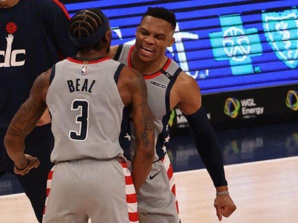 Russell Westbrook dan Bradley Beal melakukan selebrasi. (Images: USATODAYSPORTS)