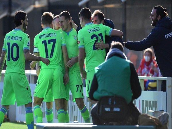 Lazio rayakan gol Marusic ke gawang Atalanta
