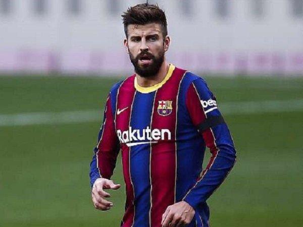 Bek Barcelona, Gerrard Pique. (Images: Getty)