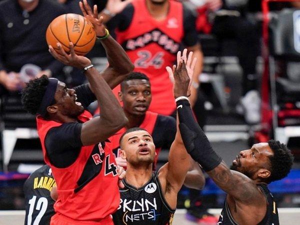 Brooklyn Nets tak berdaya di tangan Toronto Raptors.
