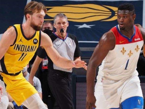 Pemain muda andalan New Orleans Pelicans, Zion Williamson (kanan) saat melawan Indiana Pacers.
