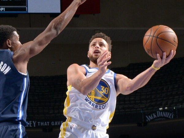 Stephen Curry masih gagal bawa Golden State Warriors kalahkan Dallas Mavericks.