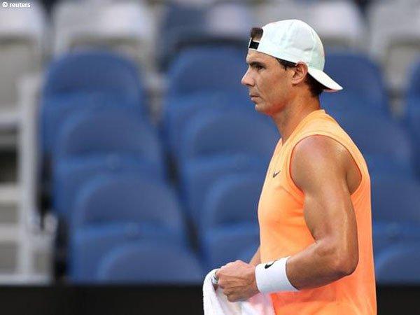 Rafael Nadal masih harus menangani cedera kurang dari 24 jam sampai dimulainya Australian Open