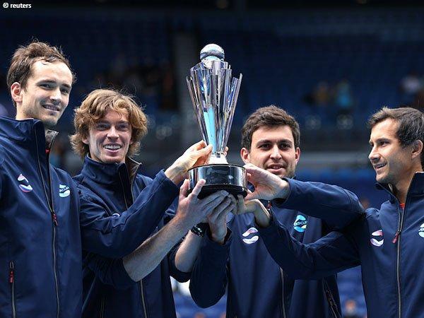 Daniil Medvedev [paling kiri] dan Andrey Rublev [di sebelah Medvedev] tak terbendung di sepanjang ATP Cup 2021