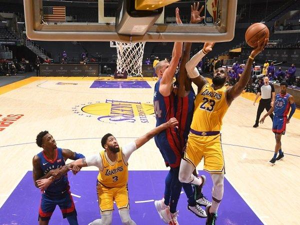 Los Angeles Lakers berjuang hingga 2 kali overtime untuk tumbangkan Detroit Pistons.