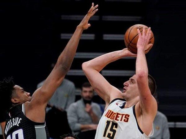 Center andalan Denver Nuggets, Nikola Jokic saat melawan Sacramento Kings.