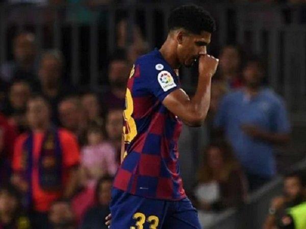 Bek Barcelona, Ronald Araujo mengalami cedera saat melawan Real Betis.