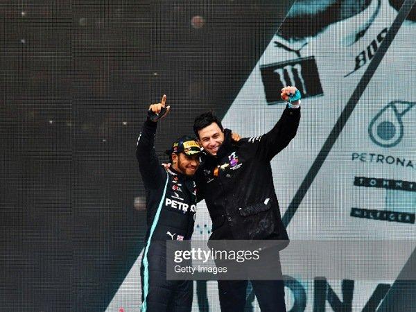 Bos Mercedes yakin bahwa kontrak satu tahun dengan Hamilton hanya awal komitmen.