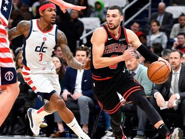 Bradley Beal dan Zach LaVine terlibat duel ketat dalam laga Wizards-Bulls. (Gambar: NBC Sports)