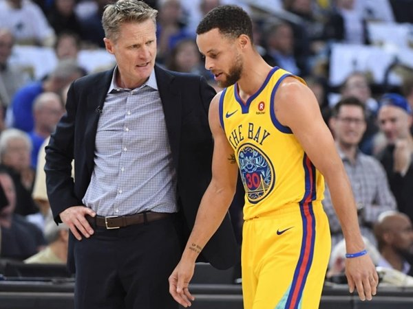 Kerr sebut Steph Curry masih menjalani pemulihan usai cedera panjang musim lalu. (Gambar: USA Today)