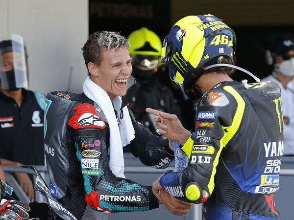 Valentino Rossi sebut Yamaha terlalu cepat beri promosi untuk Fabio Quartararo.