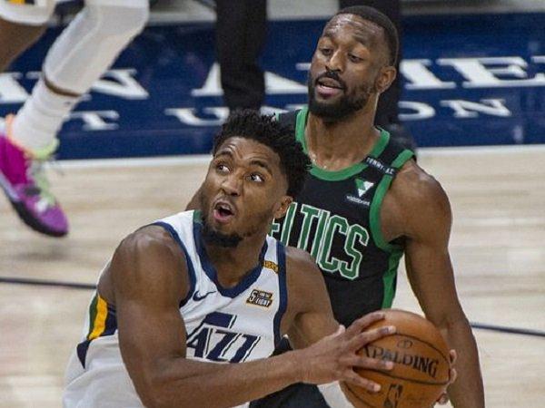 Pelatih Quin Snyder beberkan penyebab Utah Jazz jadi jago musim ini.
