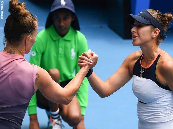Belinda Bencic [kanan] lolos ke babak ketiga Australian Open 2021
