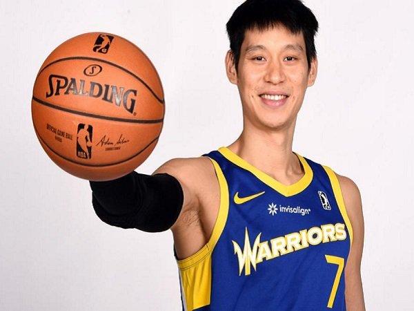 Jeremy Lin melakukan debut dengan Santa Cruz.